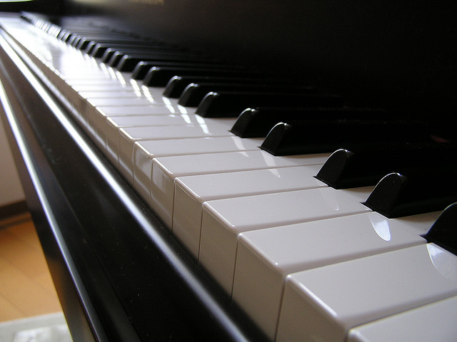 photo of a piano keyboard in which the higher notes are shown closer and the lower keys progressively get smaller