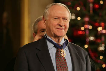 photo of President George W. Bush placing the Presidential Medal of Freedom on author William Safire