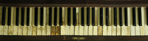 photo of yellowed, old piano keys
