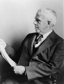 Photo portrait of Robert Frost.
